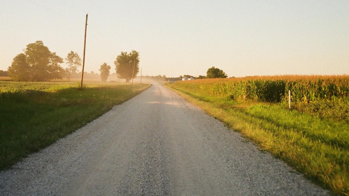 News 2021 Country Road 2048X1152